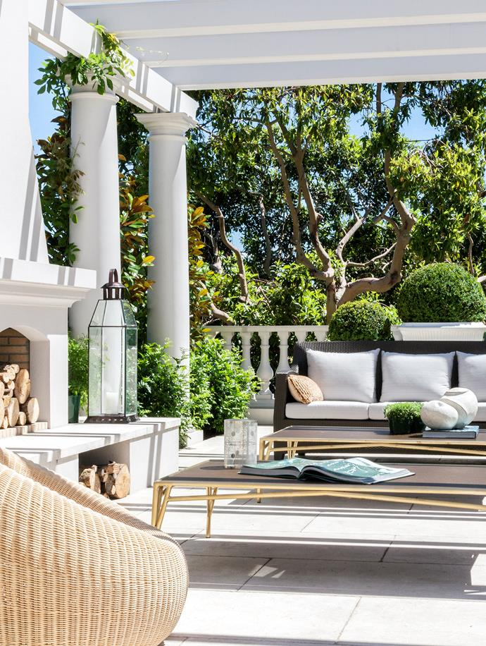 """A [modern mansion](https://www.homestolove.com.au/grand-toorak-home-modelled-after-classical-french-architecture-20854 target=""""_blank"""")  with a French sensibility and Californian creature comforts creates a sparkling impression in Toorak courtesy of Thomas Hamel & Associates."""