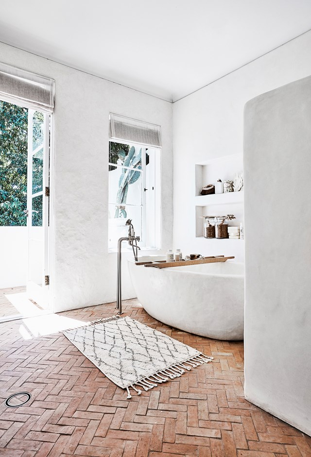 Romi's bathroom features the same Tadelakt plaster finish as the kitchen and the terracotta brick floor only add to the Moroccan-inspired aesthetic.