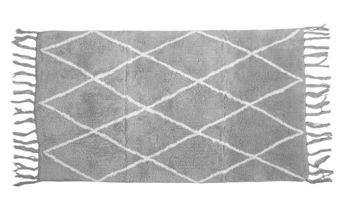 "Diamond jacquard bath mat, $10, from [Kmart](https://www.kmart.com.au/product/diamond-jacquard-bath-mat---grey/2304881|target=""_blank""|rel=""nofollow"")"