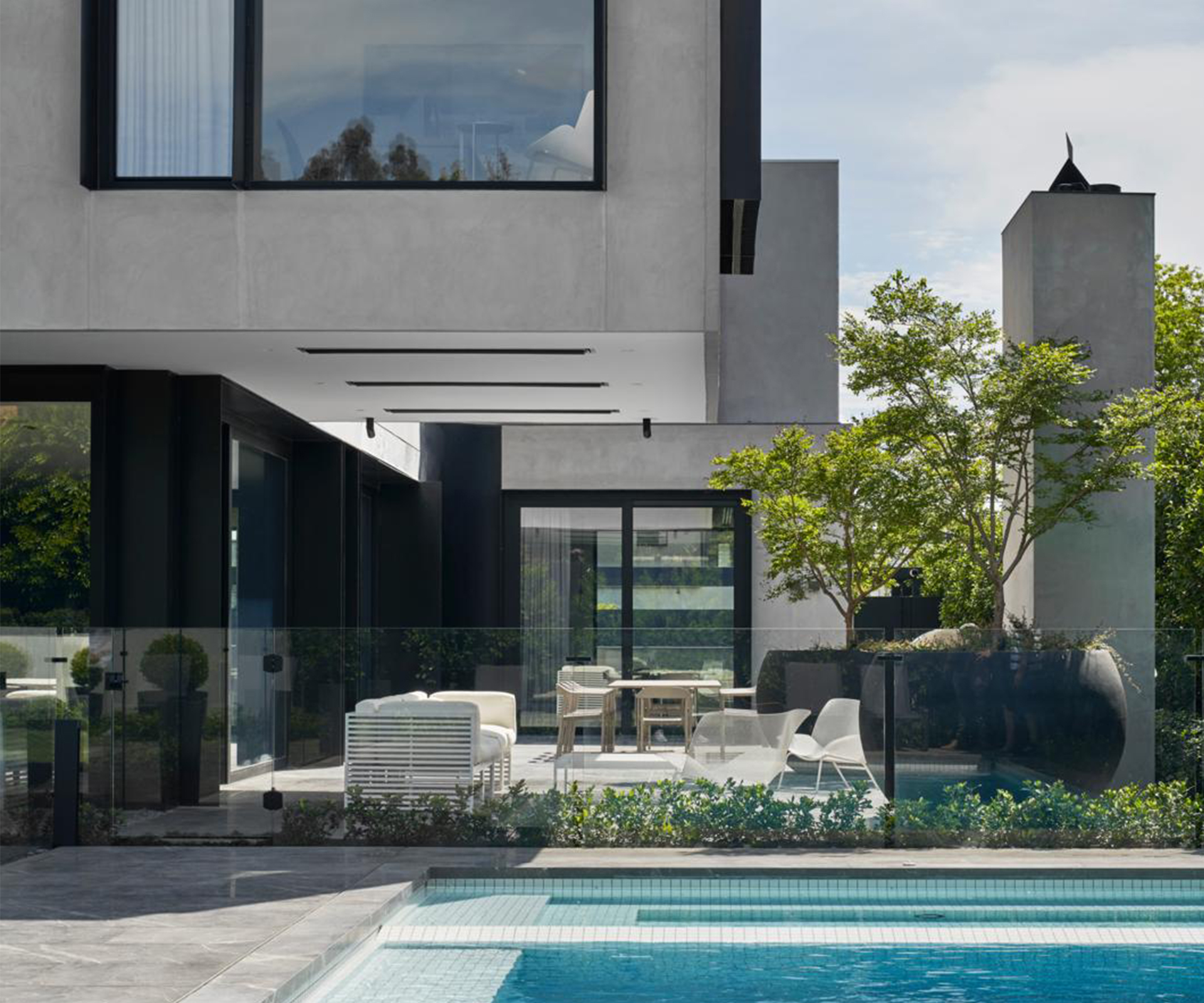 A spectacular contemporary family home softened with curves