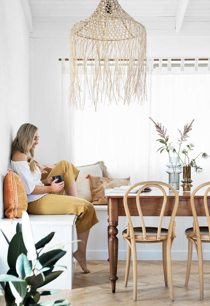 "**Dining nook** Hannah in the relaxed eating area. Pendant light from Bali-based [Kim Soo](https://kimsoo.com/|target=""_blank""