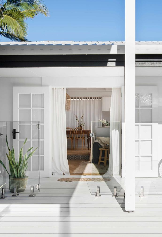 """**Exterior** The home's living areas flow out to a [HardieDeck](https://hardiedeck.com.au/ target=""""_blank"""" rel=""""nofollow"""") pool surround."""