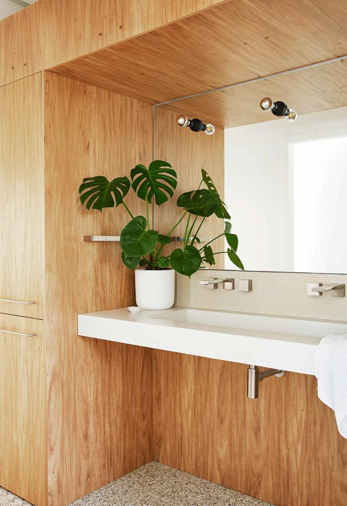 "The bathroom in this [modernist-style Byron Bay home](https://www.homestolove.com.au/modernist-house-byron-bay-20913|target=""_blank"") features ample timber with terrazzo floors."