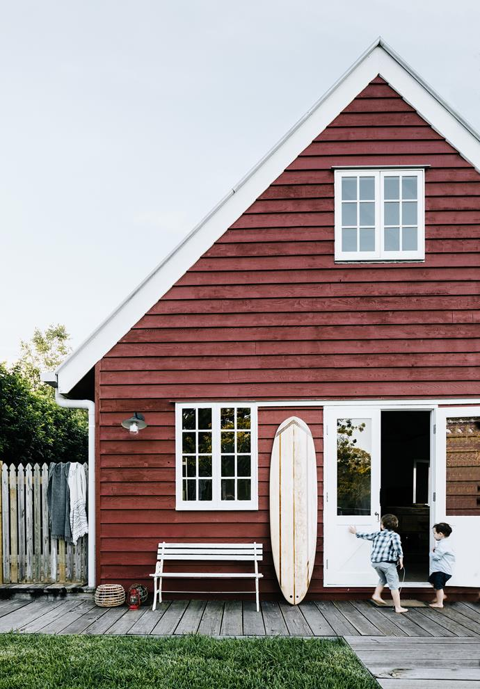 "As your wheels crunch through the oval-shaped poinciana seeds that line the driveway, you are rewarded with the cheery sight of Little Red Barn — the much-loved abode of interior designer Rachel Luchetti and her builder husband Gerard Cook, who transformed a [barn style kit home](https://www.homestolove.com.au/barn-style-kit-home-australia-20272|target=""_blank"") into a family retreat in the Noosa Hinterland."