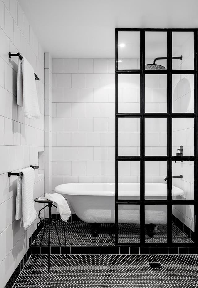 """The stylish black screen creates a sense of privacy in this chic industrial-style bathroom within an [updated warehouse home](https://www.homestolove.com.au/historic-warehouse-turned-industrial-apartment-19973