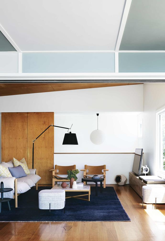 "A range of different blue tones on the panelled ceiling in the living room of this [serene beach house](https://www.homestolove.com.au/macmasters-beach-house-18226|target=""_blank"") beautifully references the home's natural surrounds."