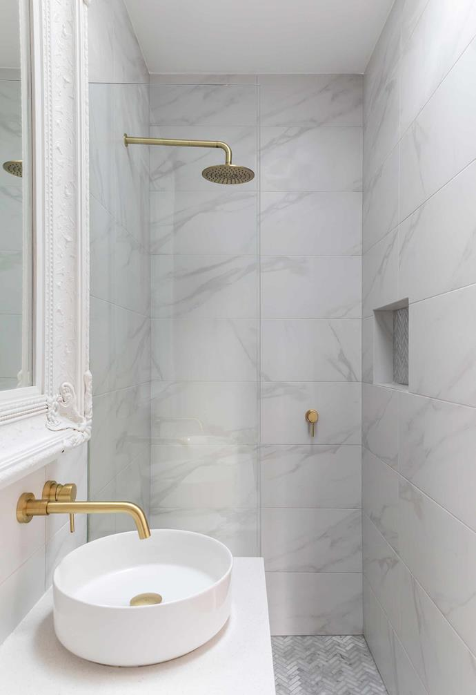 """**Ensuite** """"I love mixing modern styles with vintage pieces,"""" says Wanda. Wall tiles from [Di Lorenzo](https://www.dilorenzo.com.au/