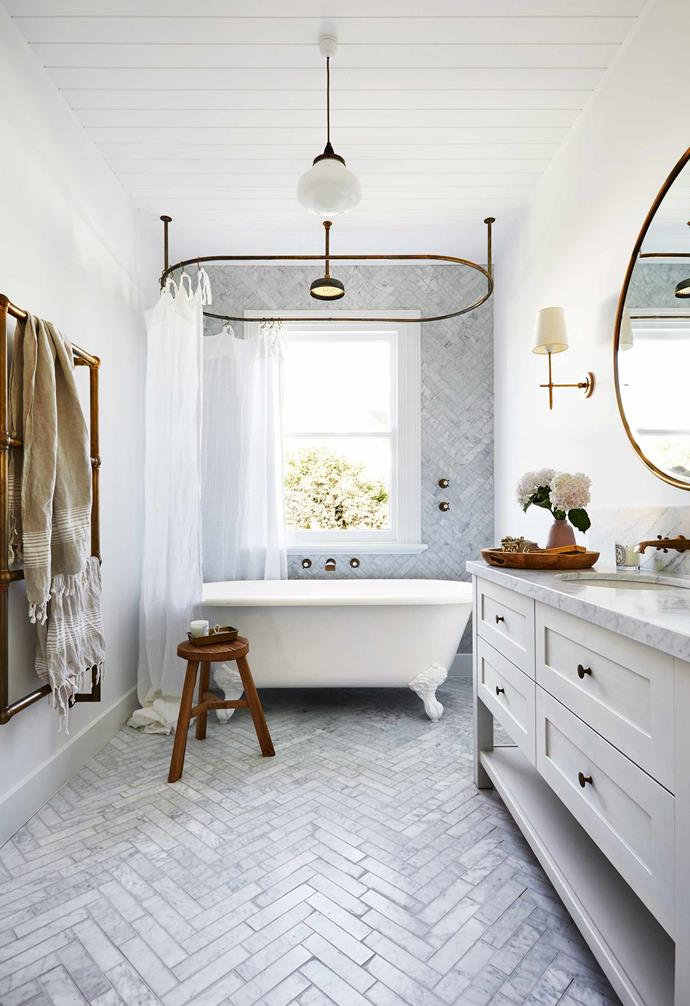 """**Holding pattern** The bathroom in this [renovated seaside cottage](https://www.homestolove.com.au/the-blocks-dea-and-darren-renovated-this-charming-seaside-cottage-7035