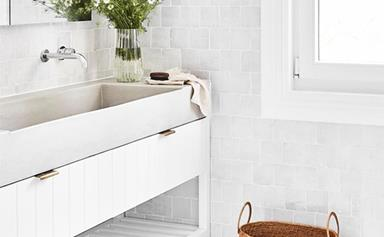How to decorate a white bathroom to ensure it's anything but plain