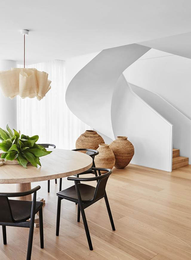 "Blessed with views of Bondi Beach, this [penthouse](https://www.homestolove.com.au/luxurious-bondi-beach-penthouse-21011|target=""_blank"") was given a chic, breezy overlay by stylist and interior designer Imogen Naylor. Pared-back light, neutral tones and textural elements in muted colours and subtle patterns sit with injections of vintage, antique and global treasures."