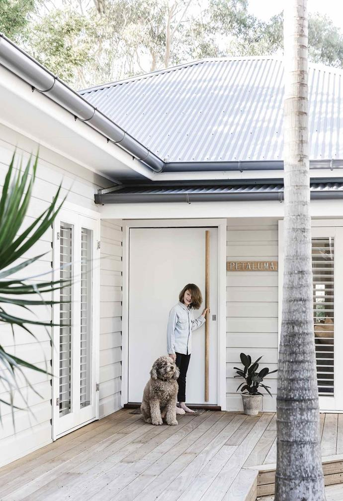 "Originally a postwar 1940s [weatherboard beach house](https://www.homestolove.com.au/bellamumma-nikki-yazxhi-home-tour-16880|target=""_blank"") in Avalon on Sydney's Northern Beaches, this light home is now a modern four-bedroom family home. Owner Adam  Yazxhi specified Haymes Paint in Putty Grey for the exterior walls."