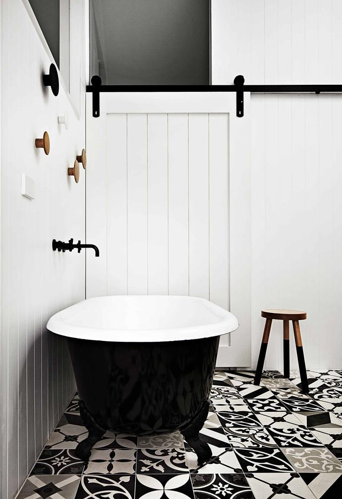 "In the [Melbourne home of architects Steven and Carole Whiting](https://www.homestolove.com.au/architects-at-home-steven-and-carole-whiting-2560|target=""_blank"") natural textures are paired with a monochrome palette to create a relaxed abode in a bustling city. In the bathroom patterned tiles add a playful twist."
