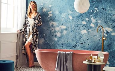 How to beautify your bathroom with wallpaper