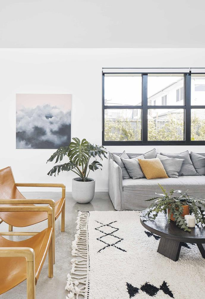 """The linen sofa in this living room was chosen for its stylish coastal look, making it fit perfectly at home in this [Palm Springs-style abode](https://www.homestolove.com.au/palm-springs-inspired-home-19646