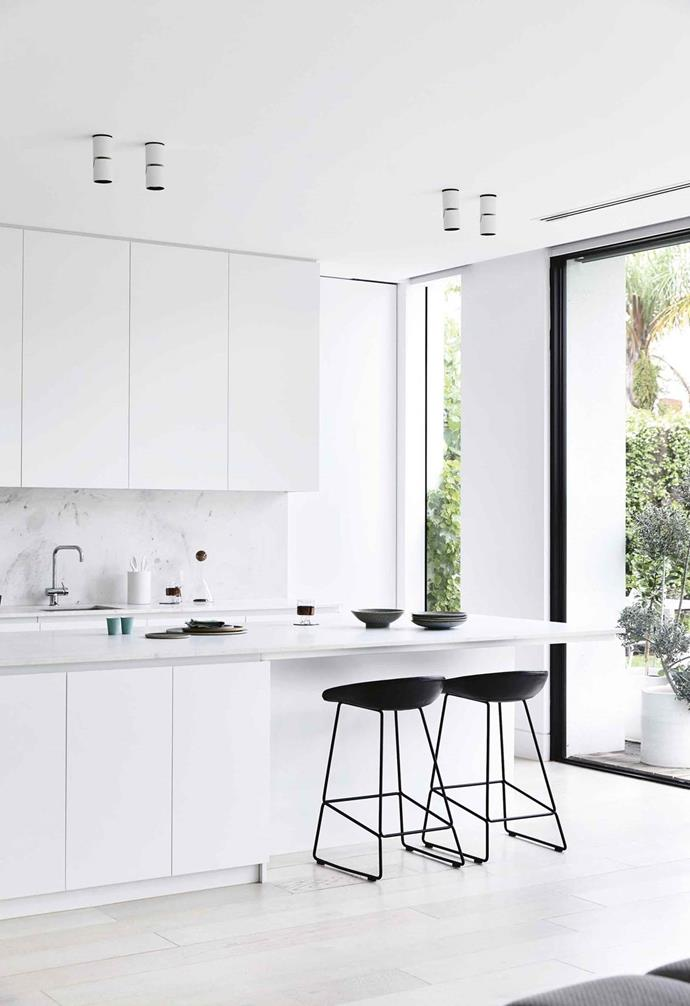 "This [minimalist period house](https://www.homestolove.com.au/minimalist-period-house-18410|target=""_blank"") was given an all-white update. Owners Tam and Wayne went with CDK Stone's white Elba marble for a refined elegance in the kitchen. Hay stools create an eat-in spot, while white cabinetry provides plenty of storage."
