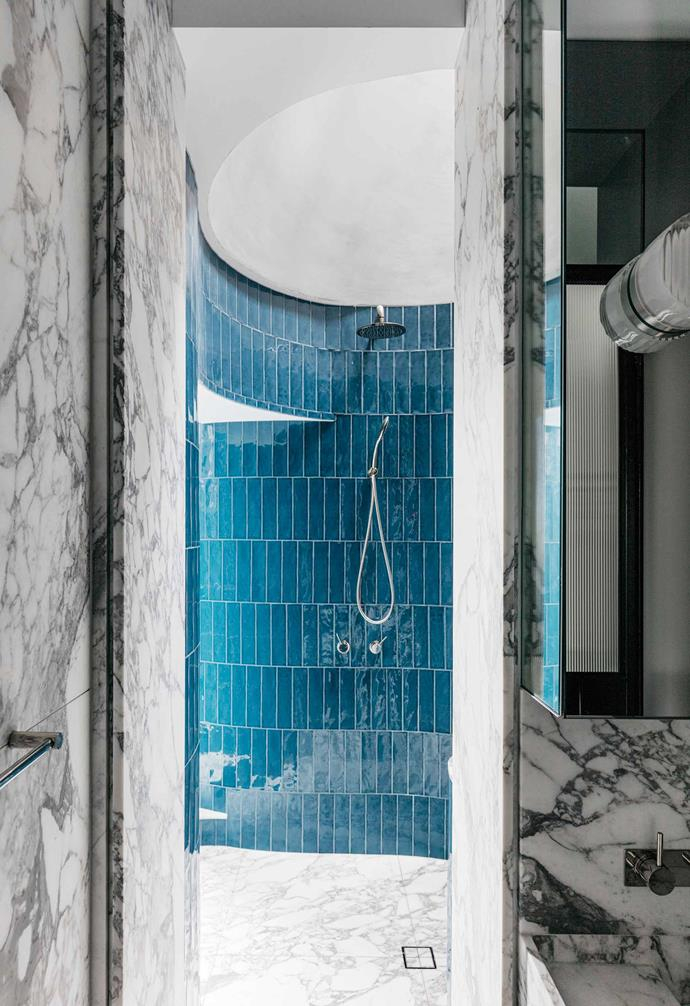 "Taking the walk-in shower to the next level in this [incredible rooftop apartment](https://www.homestolove.com.au/a-rooftop-sydney-apartment-and-garden-5877|target=""_blank""), architect Adam Haddow created a circular shower that is the perfect urban oasis."