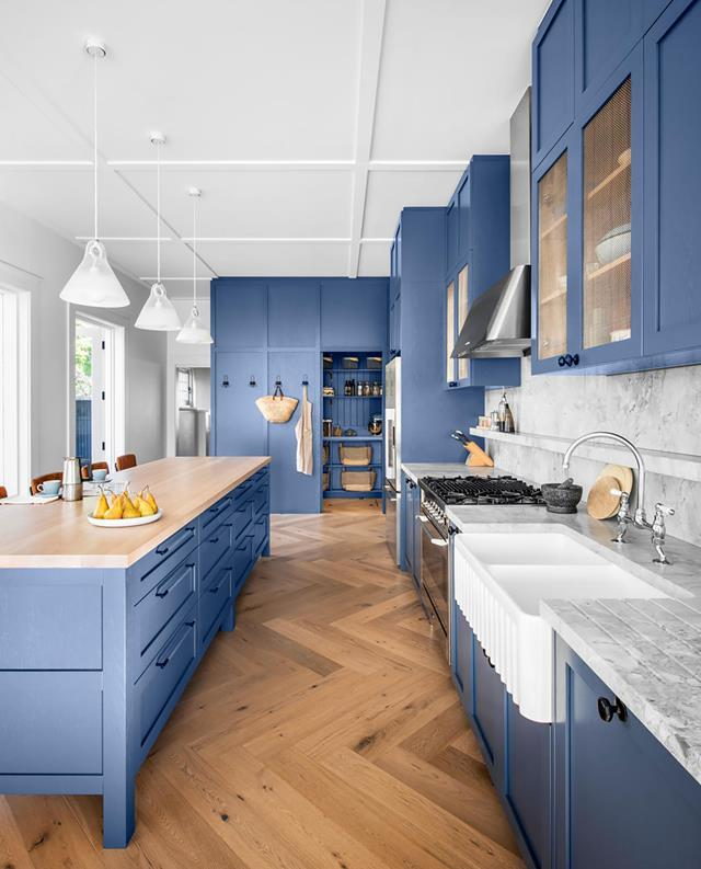 "A deep tonal blue and a mix of natural, durable materials were the key ingredients in this [country-style kitchen](https://www.homestolove.com.au/blue-country-style-kitchen-21143|target=""_blank"") conceived by  interior designer Georgie Shepherd. The material palette reflects the elegance of the home, and blends raw, organic elements with luxe, bespoke finishes."