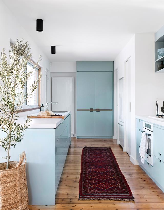 "Jessica loves her [modern kitchen's](https://www.homestolove.com.au/a-modern-blue-kitchen-by-polystudio-5814|target=""_blank"") easy functionality. ""It's compact but has plenty of bench space,"" she says. ""And we all love the north-facing window that connects it to the garden."" The soft blue and white palette was architect Daniel Wolkenberg's suggestion and the aptly named Dulux Blue Balm is exactly that: ""bright yet calming"", says Jessica."