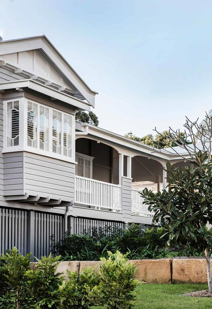 "This [classic Queenslander](https://www.homestolove.com.au/queenslander-renovation-and-extension-5965|target=""_blank"") was given a clever renovation and extension that included painting the exterior weatherboards a dreamy shade of grey."