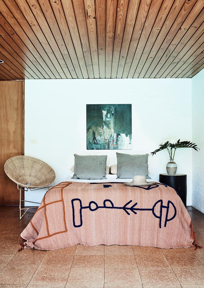 """Less is more in the master bedroom of this [modernist home in Sydney](https://www.homestolove.com.au/modernist-home-architect-peter-hall-19918