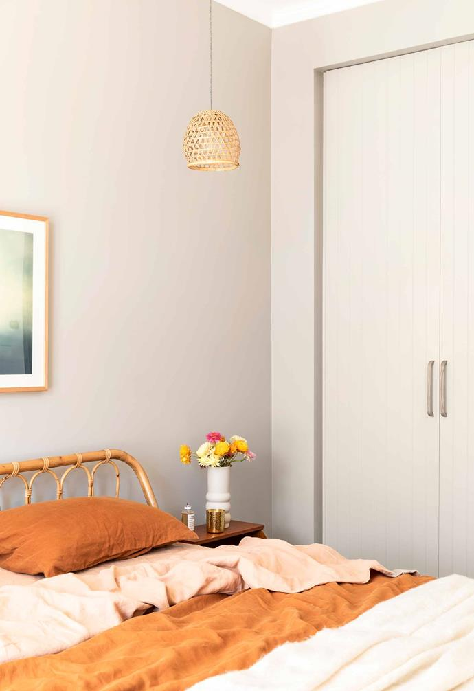 "**Main bedroom** Decorated in rust tones, the textured linen sheets by [I Love Linen](https://www.ilovelinen.com.au/|target=""_Blank""