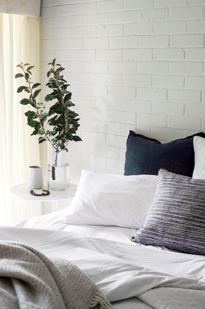 A bedroom in Evanslea.