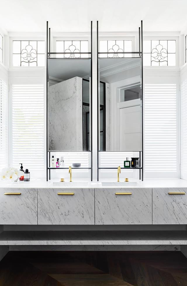 """Interior designer Alexandra Donohoe Church of Decus honoured the history of this home while introducing distinctly modern details, seamlessly fusing old with new in this [luxurious marble bathroom](https://www.homestolove.com.au/classic-bathroom-with-contemporary-finishes-20600