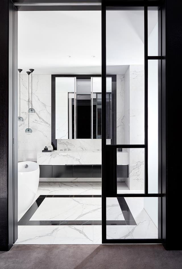 """SJB's chic black and white design scheme for this [Melbourne home](https://www.homestolove.com.au/monochromatic-home-melbourne-toorak-6270