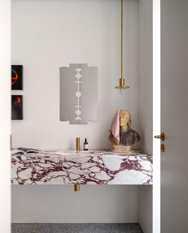"""A unique Calacatta Viola marble from Artedomus creates a beautiful vanity in the bathroom of architect Nick Tobias's [Modernist-style home](https://www.homestolove.com.au/an-eclectic-modernist-style-home-in-bondi-4967