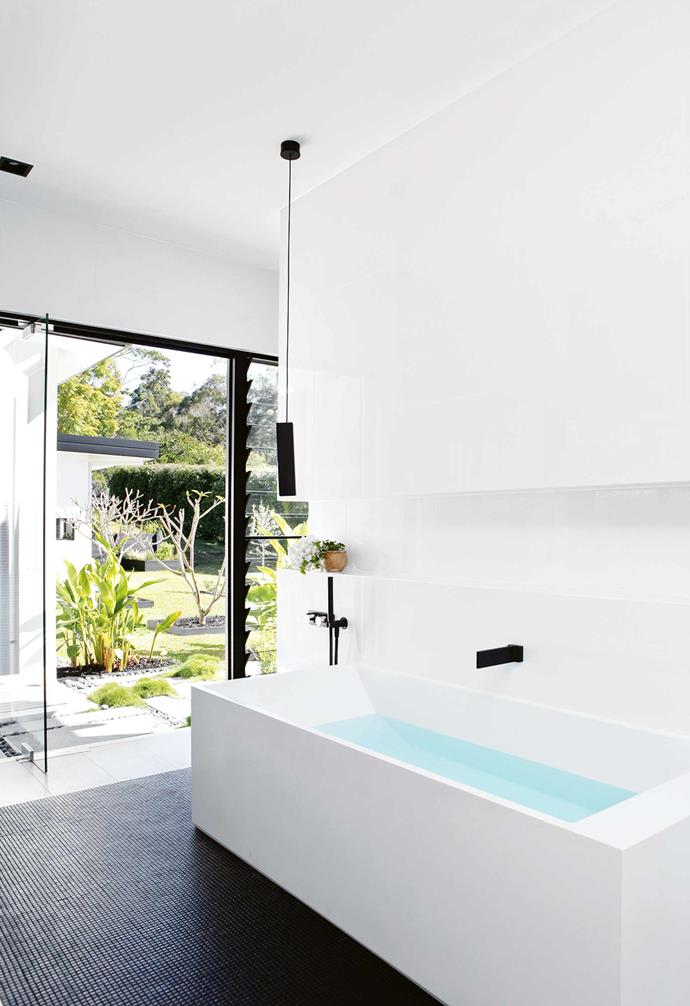 """The interiors had to be faultless. Sarah's number one [palette has always been monochrome](https://www.homestolove.com.au/how-to-master-a-monochrome-decor-scheme-5867