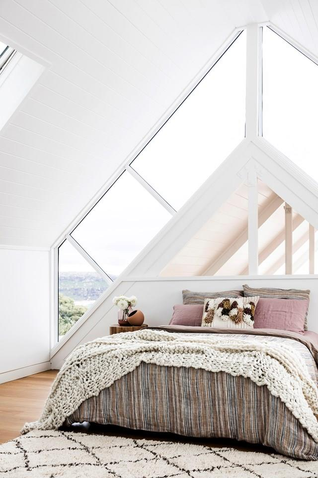 "After unearthing structural Oregon trusses and western red cedar boards lining the ceilings to the gable roof, the owners of this [renovated beach house](https://www.homestolove.com.au/beach-house-renovation-19763|target=""_blank"") turned the home's cramped loft into a guest room and study by adding a large dormer window and streamlining the staircase. It doesn't get more dreamy than this."