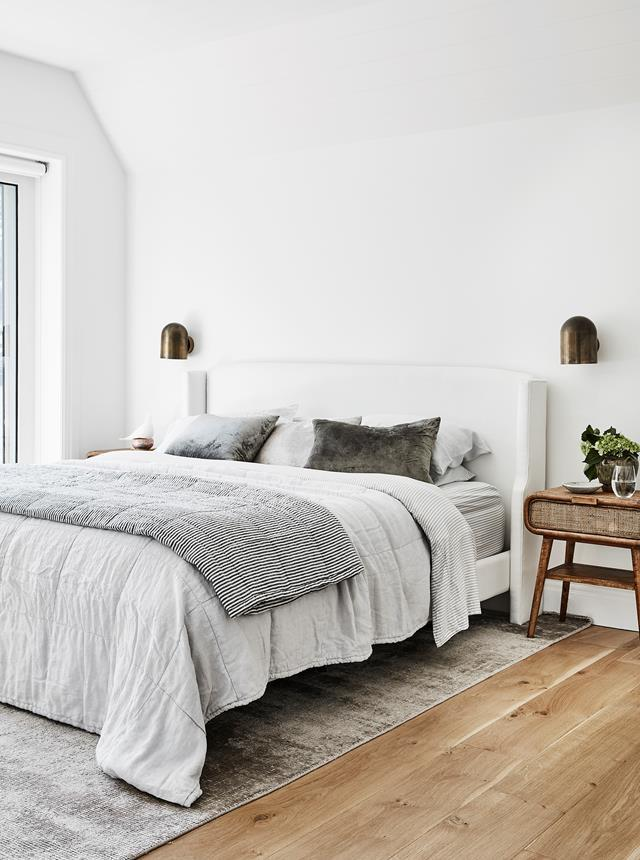 "This [luxurious bedroom](https://www.homestolove.com.au/family-beach-abode-sydney-21062|target=""_blank"") conceived by interior architect Sally Rhys-Jones boasts a relaxed coastal feel that's also refined. Neutral tones and natural materials contribute to the calming ambience of the space."