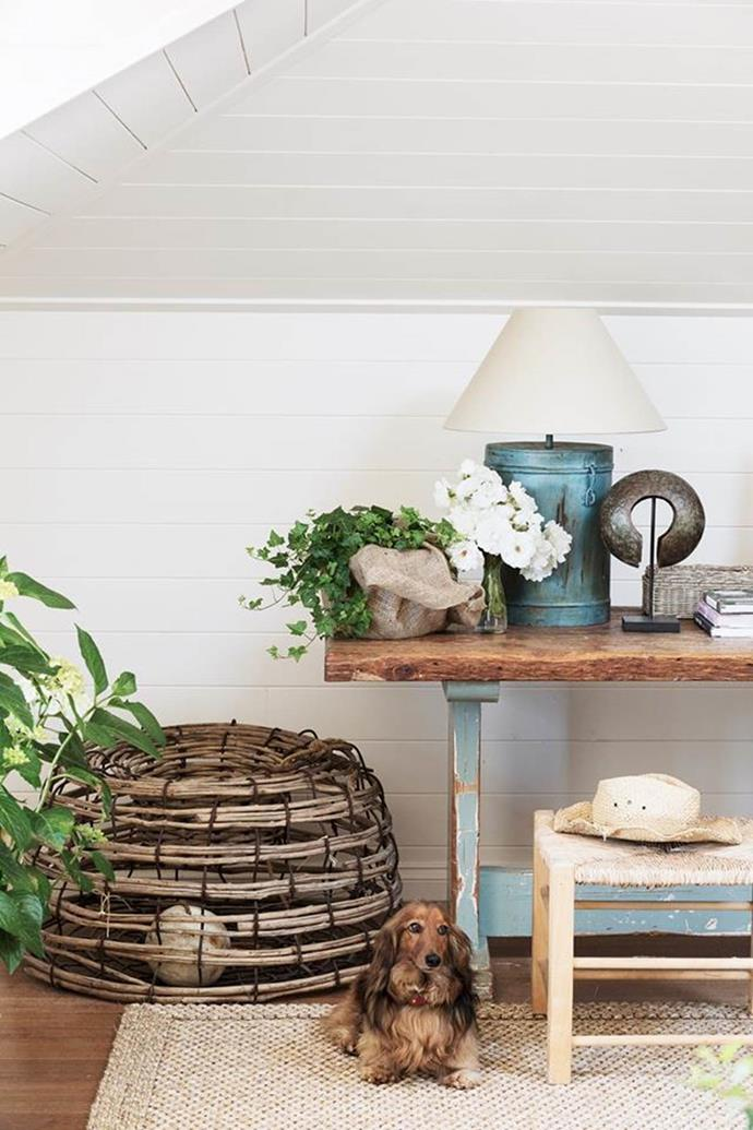 """Guests love staying in this [country-inspired space](https://www.homestolove.com.au/a-modern-country-home-on-the-mornington-peninsula-6484