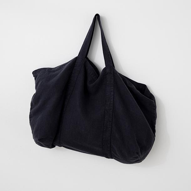 "Frankie Linen Bag - Navy, $95, [Cultiver](https://cultiver.com.au/products/frankie-linen-bag-navy|target=""_blank""|rel=""nofollow"")"
