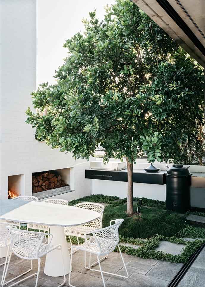"This [luxurious penthouse apartment in Sydney](https://www.homestolove.com.au/a-rooftop-sydney-apartment-and-garden-5877|target=""_blank"") has transformed the rooftop space into the ultimate urban oasis with lush plantings and a cosy outdoor fireplace."