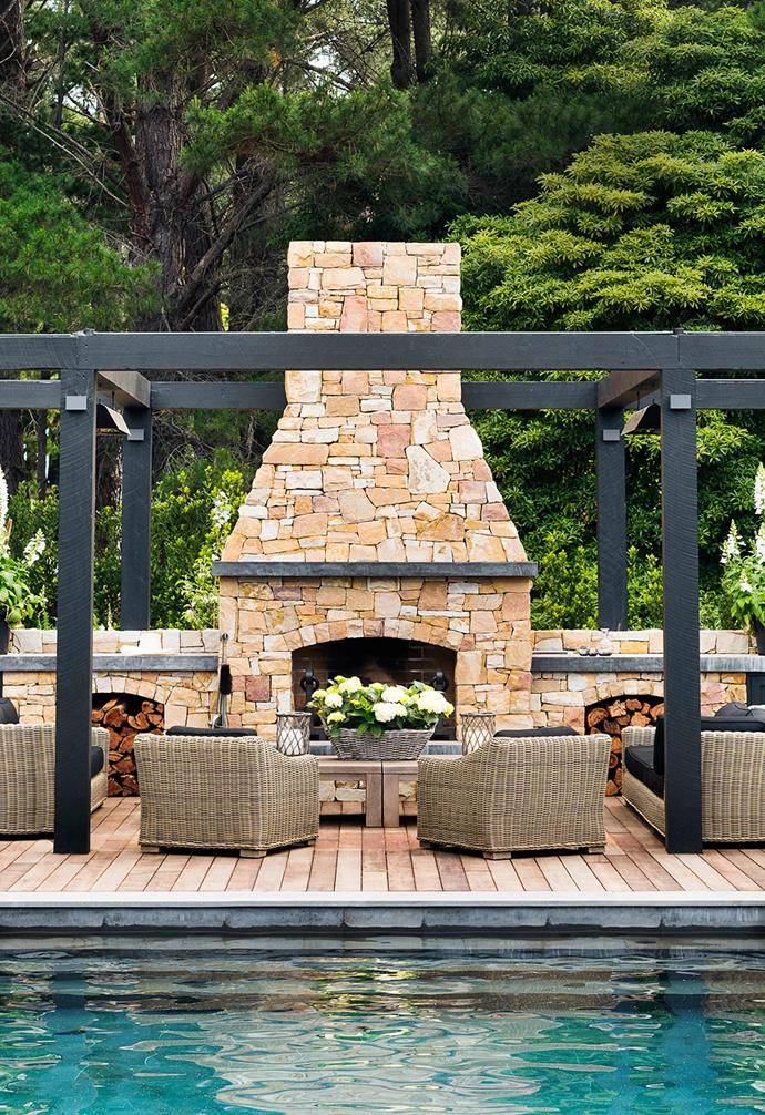 "[Chyka Keebaugh's Mornington Peninsula weekender](https://www.homestolove.com.au/mornington-peninsula-weekender-19583|target=""_blank"") is as luxe as you'd expect, with one of the key highlights being this relaxed outdoor entertaining space. The generous fireplace is clad in warm stone that provides a stunning visual contrast to its natural surrounds."