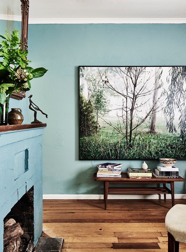 """It's not surprising that landscape artist Jennifer Riddle has experimented with colour in her [cottage on Victoria's Mornington Peninsula](https://www.homestolove.com.au/artist-jennifer-riddle-home-21295