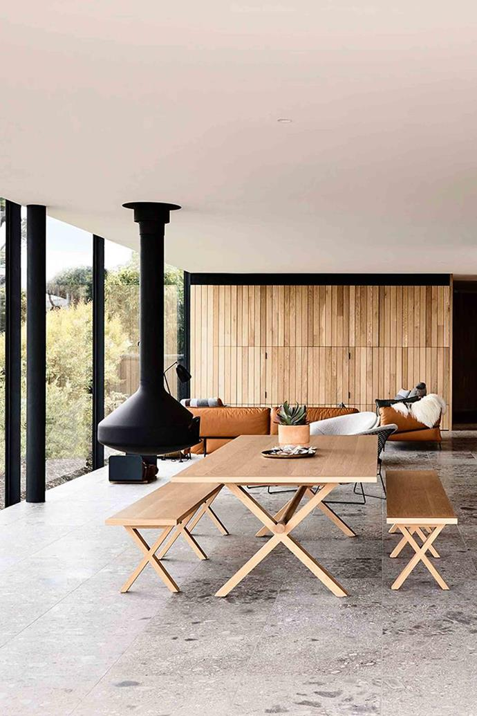 "A cliff-top [Mornington Peninsula home](https://www.homestolove.com.au/cliff-top-house-20720|target=""_blank"") offers the best of beach and country for its owners.The Ergofocus suspended fireplace from Oblica warms the open-plan space in winter."