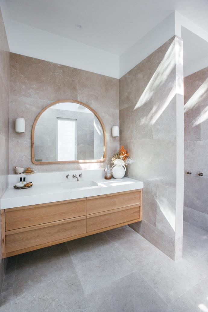 "The 'Angourie' vanity Loughlin Furniture with a Silestone 'Calcutta Gold' benchtop steals the show the in ensuite. Alura Arch mirror, from [KK Homewares](https://www.kyalandkara.com/shop/alura-arch-mirrors/|target=""_blank""