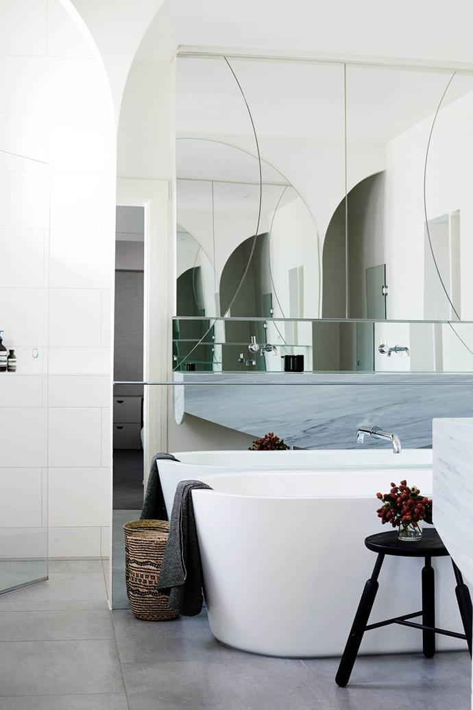 "The elegant arcs of this freestanding bath are echoed in the mirror of the contemporary ensuite in this [1930s Melbourne grande dame](https://www.homestolove.com.au/respectful-revamp-for-melbourne-grande-dame-2424|target=""_blank"")."