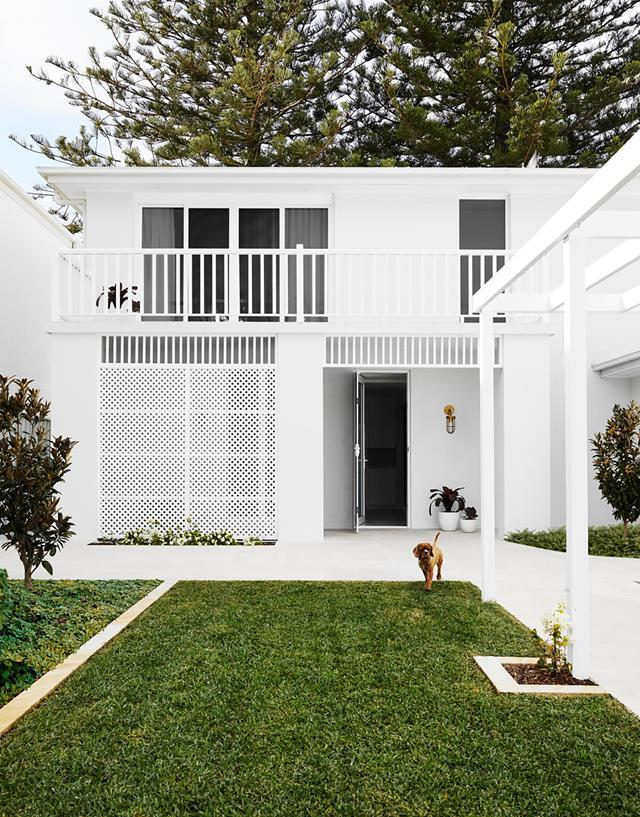 """Once an """"ugly duckling"""", this [1990s home](https://www.homestolove.com.au/white-beachfront-home-with-coastal-style-21079