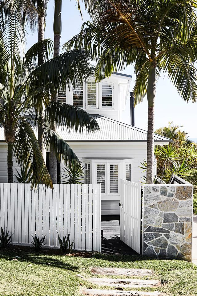 """A breezy, beachy welcome awaits visitors to this fabulous [weatherboard home](https://www.homestolove.com.au/updated-1920s-beach-retreat-fit-for-family-living-20989