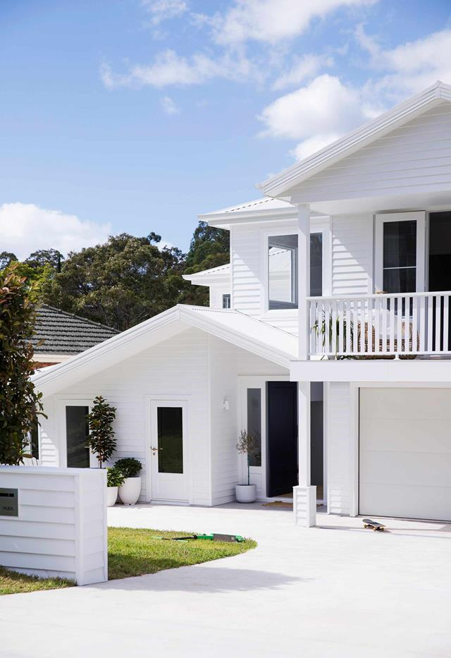 """Scyon Linea weatherboard cladding in a crisp white tone called K2 by Porter's Paints brings welcome charm to this [Hamptons-style abode](https://www.homestolove.com.au/all-white-hamptons-style-home-21036