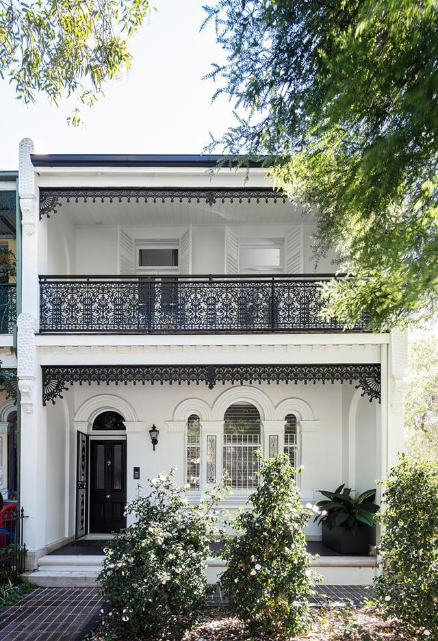 """The renovation of gracious [Victorian terrace](https://www.homestolove.com.au/revived-victorian-terrace-21184