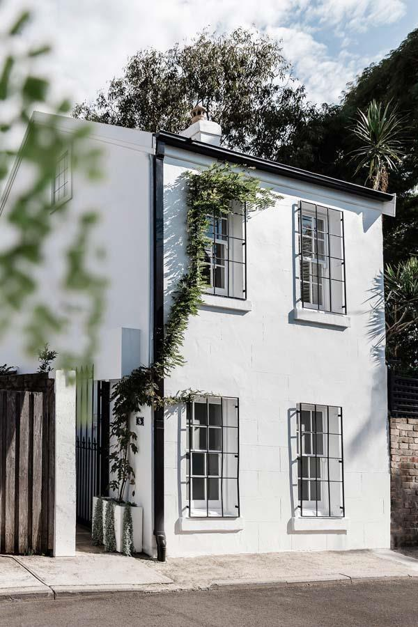 """Though it was a Dijon mustard colour, owner Seamus could see that the [1850s property](https://www.homestolove.com.au/seamus-dinnigan-paddington-home-5898