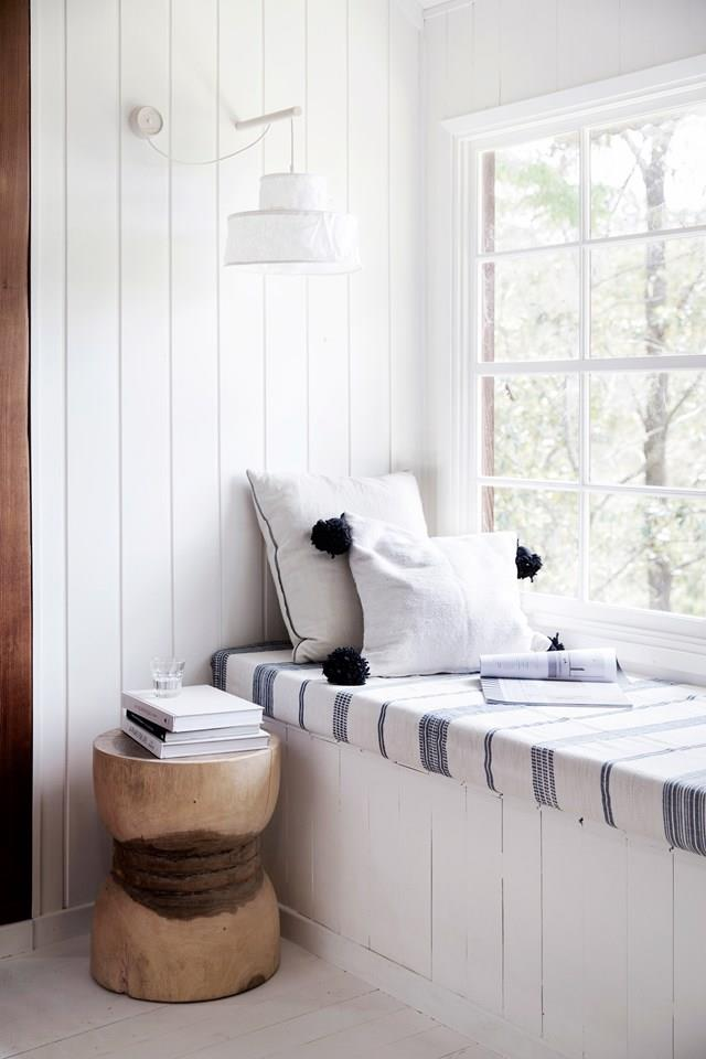 """We would happily wile away the hours with a few books in this heavenly hangout in a [stylist's Central Coast home](https://www.homestolove.com.au/nsw-central-coast-tree-change-5298