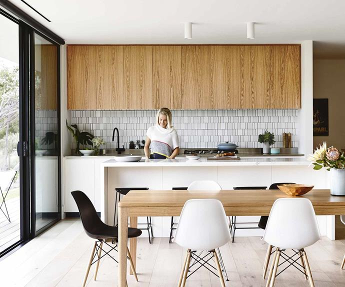 contemporary beach house kitchen