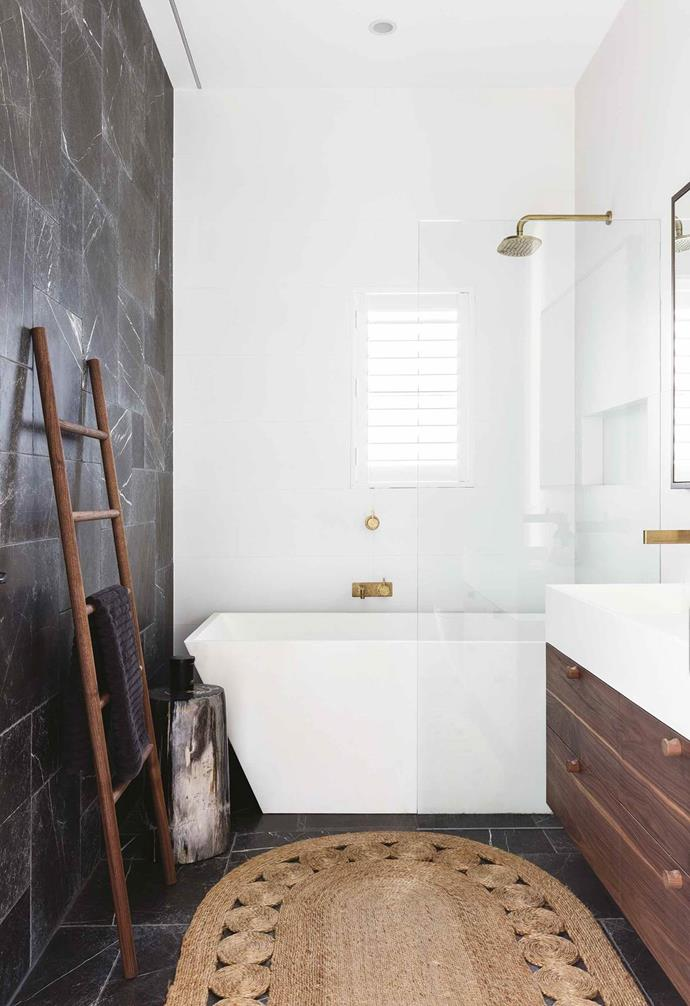 """A pair of expert renovators transformed a derelict house and turn it into a [contemporary beachside home](https://www.homestolove.com.au/tropical-resort-style-home-18497