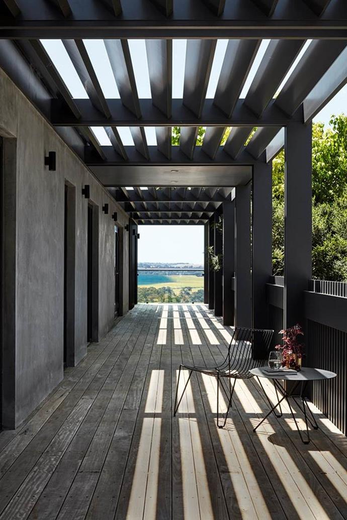 """A strong family bond drove the desire for an extension to this [homestead](https://www.homestolove.com.au/a-luxurious-homestead-on-a-horse-racing-stud-6816