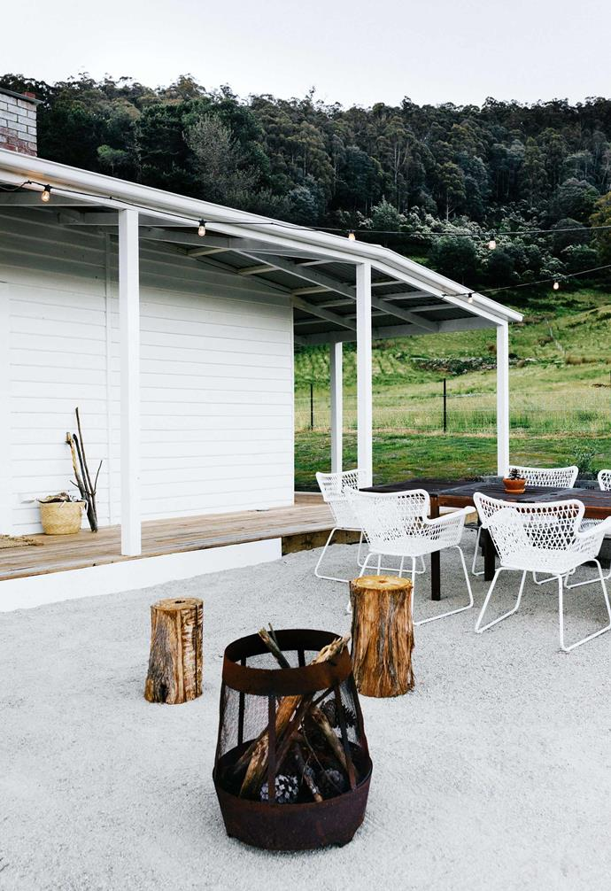 "This [old farm cottage in Tasmania has been transformed into a dreamy holiday home](https://www.homestolove.com.au/farmhouse-restoration-tasmania-20104|target=""_blank""), complete with the perfect outdoor entertaining zone. Log stools and outdoor chairs make gathering around this sculptural fire pit the obvious choice at nightfall."